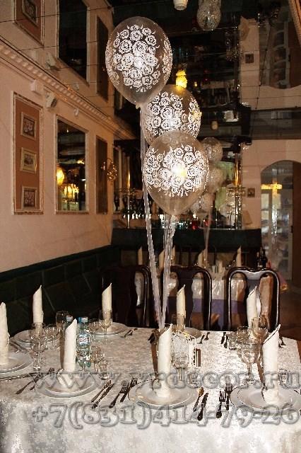 Буке из шаров с гелием на фатине