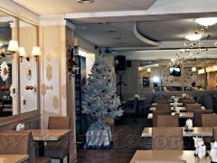"""Новогодний декор в кафе """"Печера"""""""