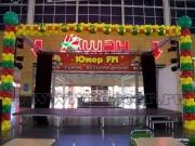 """Украшение воздушными шарами сцены в торговыом центре """"Мега"""""""