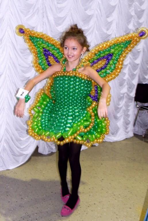 Детское платье из шариков