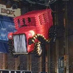 Ретро автомобиль из воздушных шаров