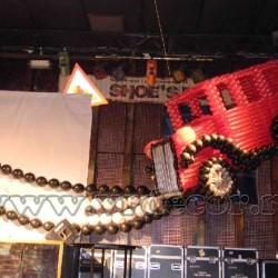 Ретро-автомобиль из воздушных шаров