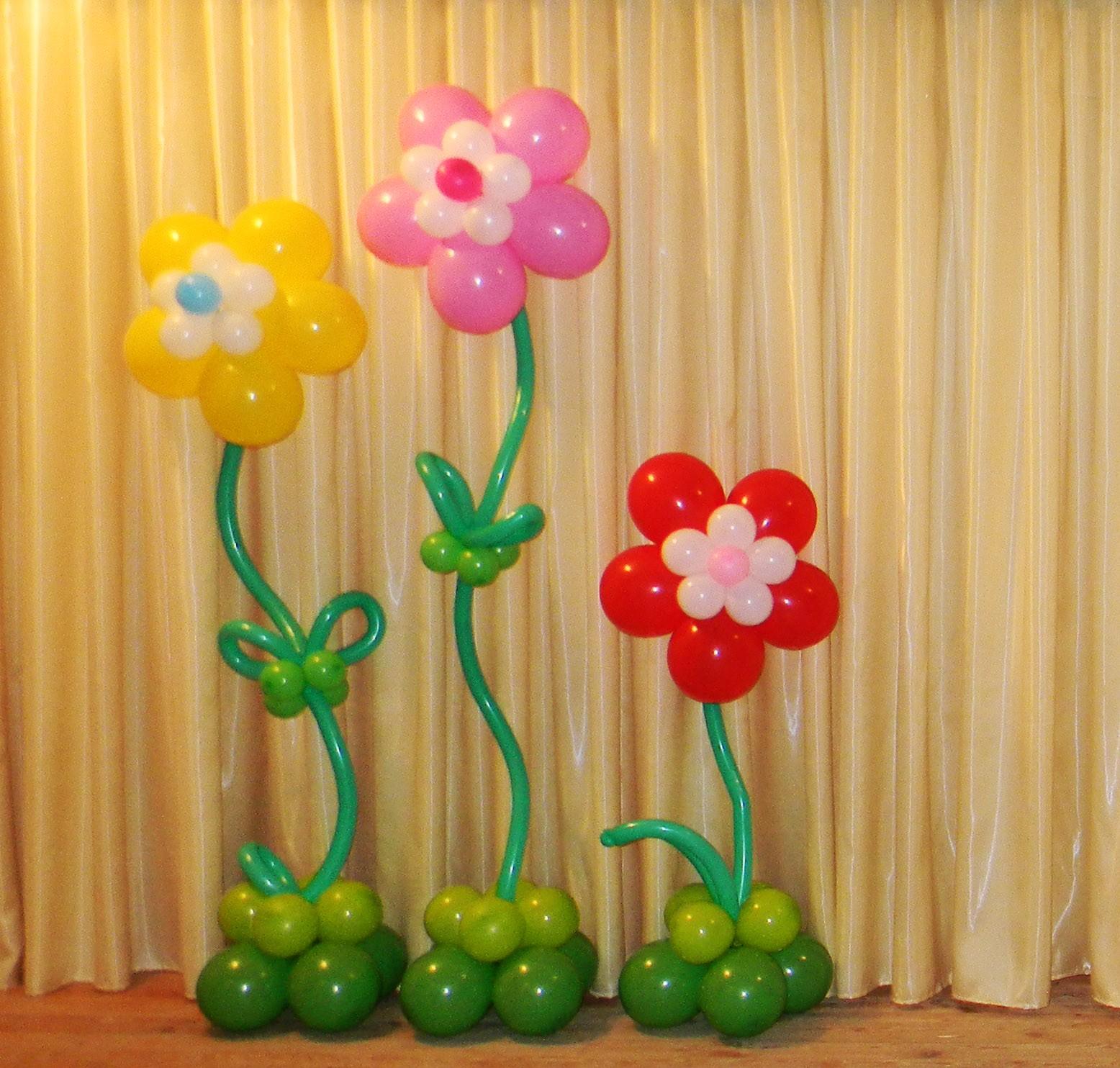 Цветы из шаров на подставке фото