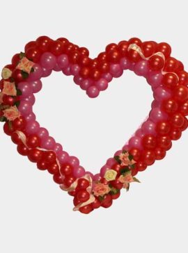 Разноразмерное сердце из воздушных шаров с декором