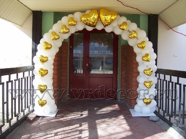 Уличная свадебная арка