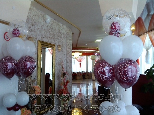 Стойки из шаров с гелием для украшения зала