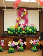 Оформление офиса воздушными шарами к 8 марта