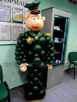 Солдат из воздушных шаров