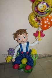 Малыш с букетом из воздушных шаров