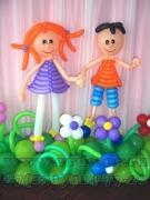 Девочка и мальчик из шаров.