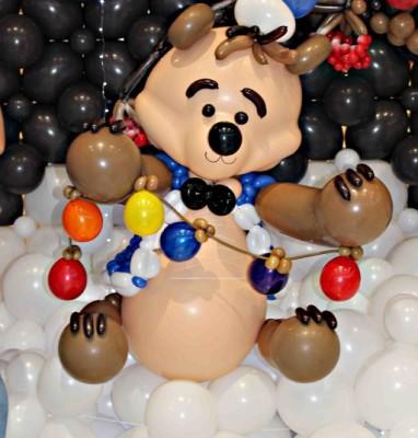 Новогодний медведь из шаров