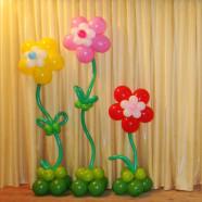 Одиночные цветы из шаров с гелием