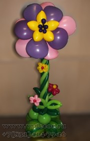 Цветок-стойка, выполненный в технике «пластика»