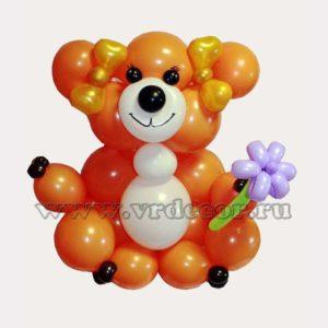 Веселый медвежонок из шаров