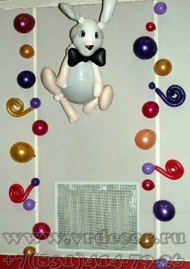 Большой кролик из воздушных шаров