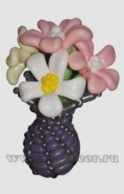 Ваза с цветами, выполненными в технике «пластика»