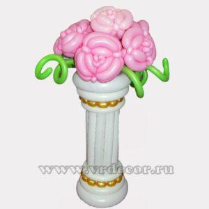 Ваза из воздушных шаров с розами